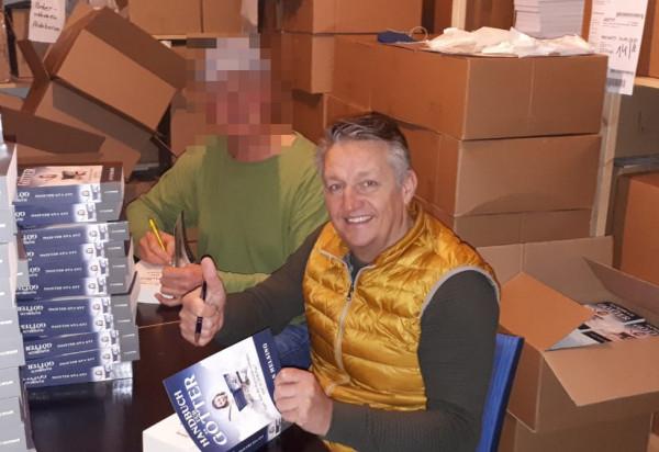 Handbuch_fuer_Goetter_Signieren_cut